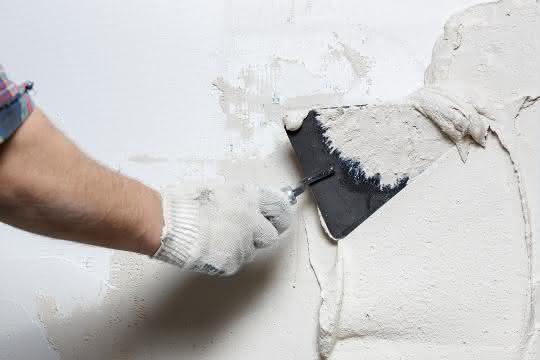 Rechtstipp: Putzarbeiten im Winter müssen überwacht werden