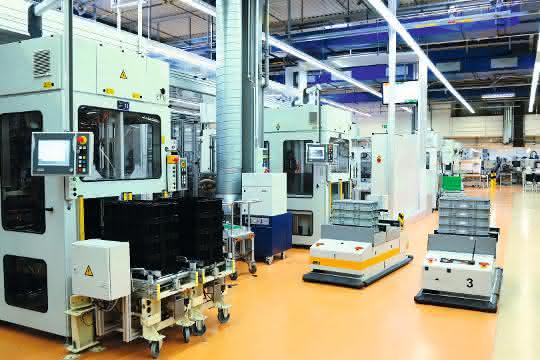Aus materialfluss 10/2019: Vollautomatisierte Produktionsversorgung per FTS