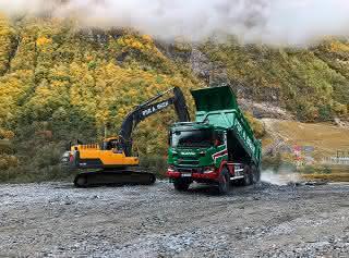 Scania G500 6x6 mit extragroßen Rädern