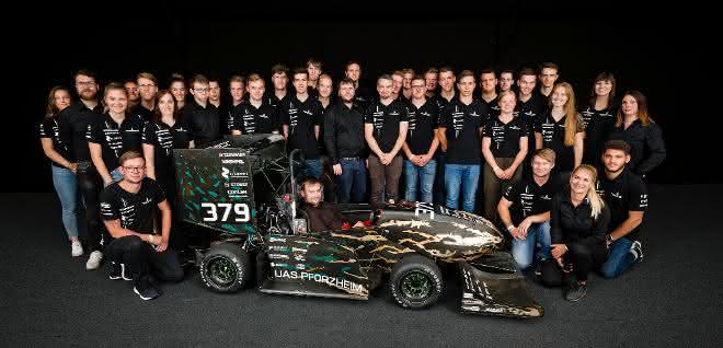 Rennschmiede Pforzheim Gruppenbild mit Wagen