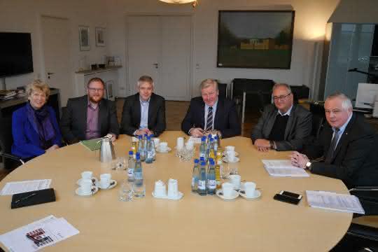 """Wirtschaftsminister Althusmann vereinbart """"Pakt für Logistik"""""""