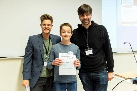 Luca Abele vom Ulrichsgymnasium Norden, Sieger in der Altersgruppe der 14- bis 15-Jährigen zusammen mit Philip Häusser und Professor Matthias Bethge von der Universität Tübingen.