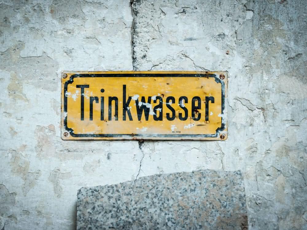"""Schild mit Aufschrift """"Trinkwasser"""""""