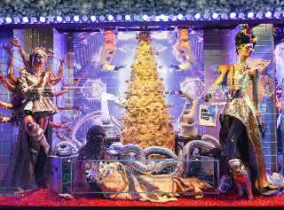 Yumi-Cobots von ABB schmücken Weihnachtsbaum bei Bloomingdale's.