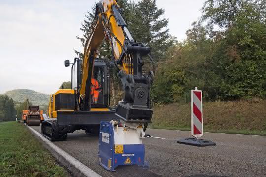 Aus Baugewerbe Unternehmermagazin 12\2019: Straßenreparatur in Eigenregie