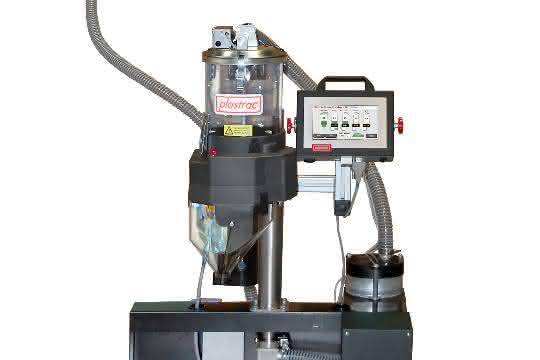 Bodennahes System zum Dosieren von Farben und Additiven in den Hauptmaterialstrom von Extruder oder Spritzgießmaschine.