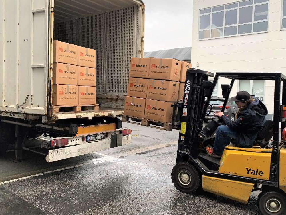 Logistikdienstleister: DB Schenker unterstützt Hilfsprojekt auf Lesbos