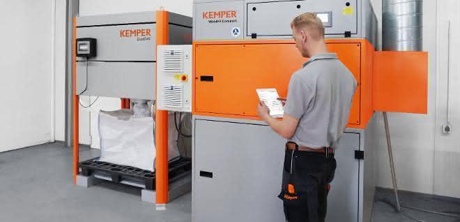 Kemper-Techniker bei Wartungsarbeit