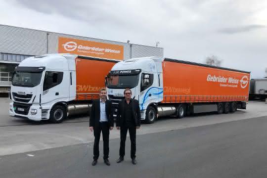 Alternative Antriebe: Gebrüder Weiss nimmt zwei LNG-Lkw in Betrieb