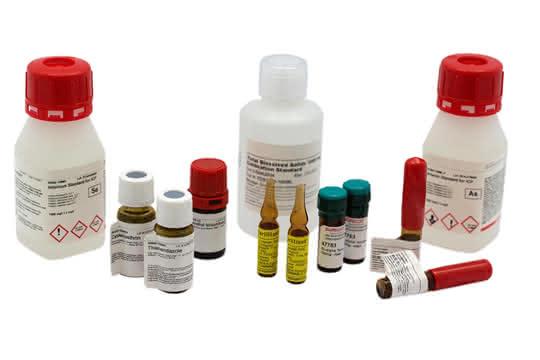 Kunststoffflaschen, Glasfläschchen und Ampullen (Sortimentauswahl)