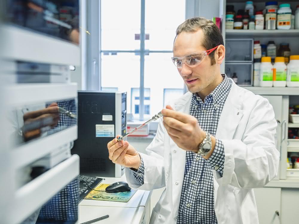 Dr. Pierre Stallforth im Labor