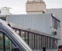 Containergebäude: Schlüsselfertiges Bürogebäude aus 93 Systemcontainern