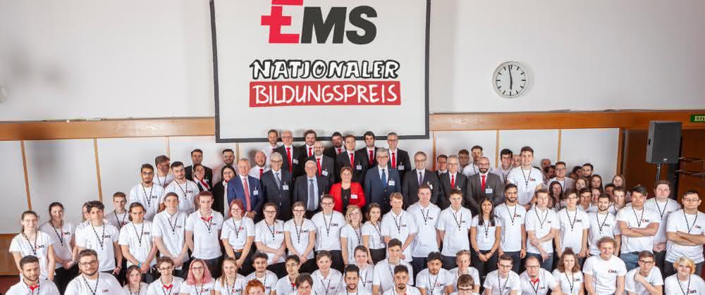 EMS-Unternehmensleitung, offizielle Gäste, EMS-Auszubildende und Ausbilder.