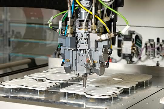 Dichtungs-, Klebe- und Vergusslösungen auf Basis von Polyurethan, Silikon oder PVC.