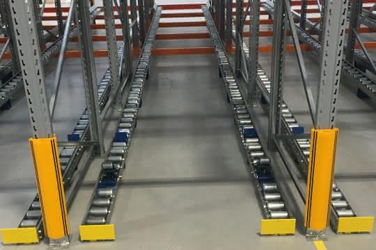 Schwerkraftrollenbahnen für die Automobilindustrie von Euroroll
