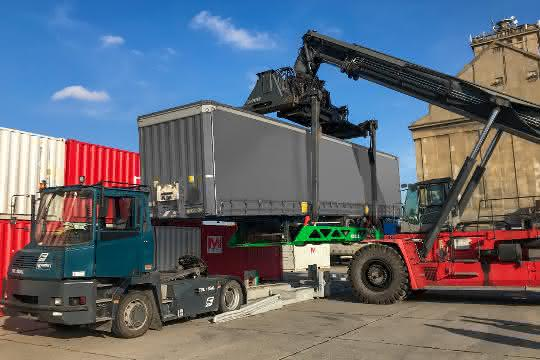 Umschlagslösung für die Schiene: TX Logistik: Erste Nikrasa-Verladung in Ungarn