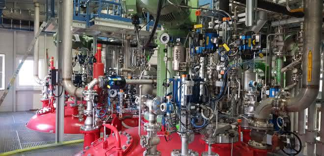 Moderne Mess- und Regeltechnik zur Herstellung von Pasten-PVC-Spezialitäten.