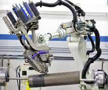 Anspruchsvollen Bauteile aus Verbundwerkstoffen entstehen auf einer automatisierten AFP-Anlage (Automated Fiber Placement).