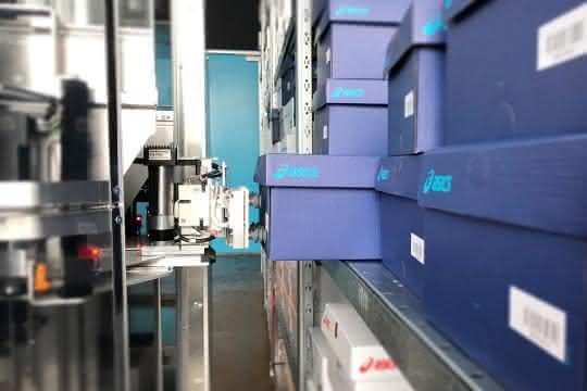 Asics setzt auf Pick-Roboter TORU von Magazino