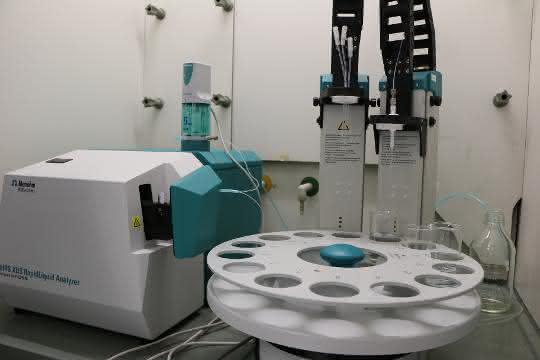 Probenwechsler und NIR-Spektrometer