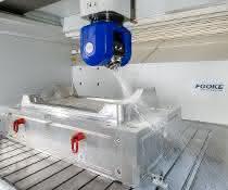 Stahl- und Aluminiumwerkzeuge lassen sich auf der neuen Portalanlage bearbeiten. AWM nutzt sie auch zur Fein- und Finish-Bearbeitung.