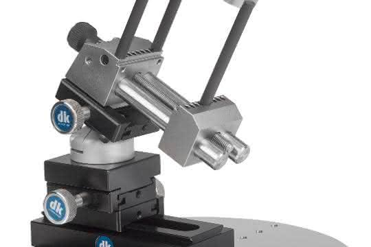 Fixierlösung mit Linearverstellung, 3D-Neigekopf, Präzisionsschraubstock und röntgentransparenten Spannzwischenelementen.