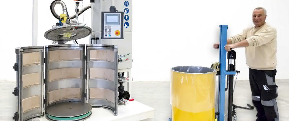 Die halbautomatischen Vakuumstation füllt pastöse und dünnflüssige Medien luftfrei in 200-Liter-Deckelfässer oder andere Gebindegrößen ab.