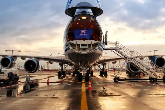 Geodis reagiert auf Coronakrise und baut Flugcharter und Bahntransport aus