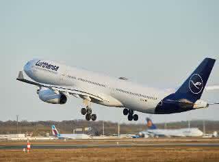 Erste Passagiermaschine voller Luftfracht in Frankfurt gelandet