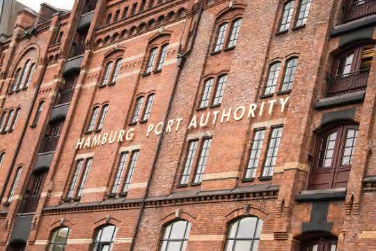 Hafen Hamburg stundet der Hafenwirtschaft Mieten und Entgelte