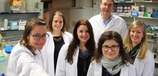 Dr. Katarzyna Jobin, Natascha Ellen Stumpf, Melanie Eichler, Prof. Dr. Christian Kurts, Olena Babyak und Mirjam Meissner im Labor