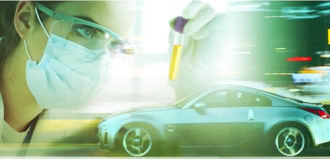 Frau bei Laborarbeit und Auto (Collage-Bild)