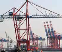 Neue Containerbrücke nach Hamburg geliefert