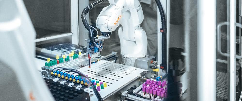 Kuka-Roboter sortiert Blutproben