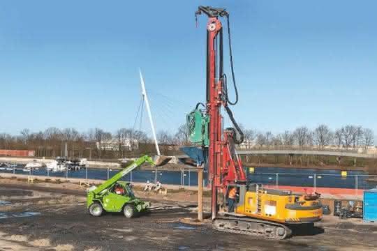 Baumaschinen-Miete: Teleskoplader aus dem HKL Mietpark unterstützt Tiefbauunternehmen