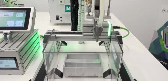 Robodev-Einbindung: Mint automatisiert den Schraubprozess