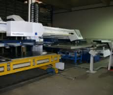 Eigene Blechbearbeitung und Maschinenbau