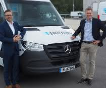 Mercedes-Benz Vans übergibt 15 eSprinter an Hermes Germany