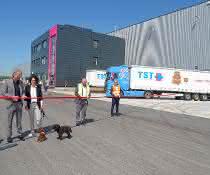 Nestlé Purina PetCare und TST nehmen neues Logistikzentrum in Betrieb