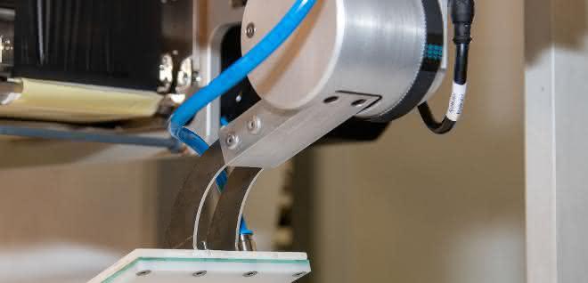 Mit dem 90Grad-Schwenkapplikator können Vorder- und Rückseiten etikettiert werden.