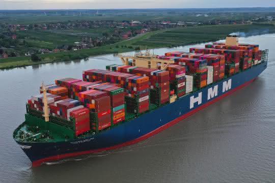 Erstanlauf: Weltweit größtes Containerschiff in Hamburg