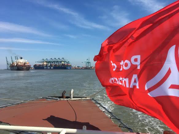Auch hier ein Erstanlauf: HMM Algeciras in Antwerpen angekommen