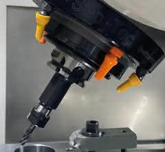 Schwenkachse der Mikron HPM 1850U