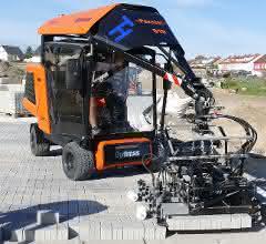 Neue Pflasterverlegemaschine S19 von Optimas im Einsatz