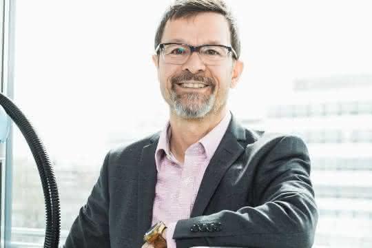 Universal Robots: Helmut Schmid geht