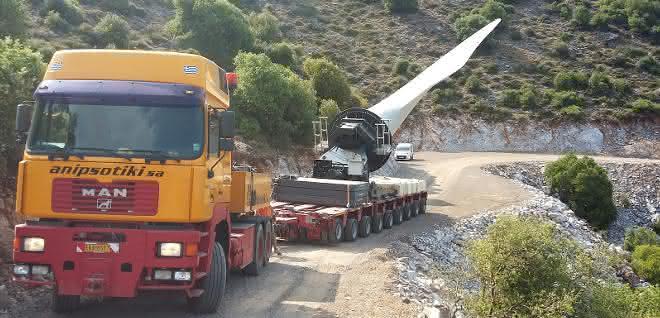 Windkraftrotoren mit Goldhofer transportiert