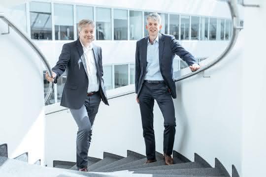 Frank Strecker (T-Systems) und Michael Otto (Kuka Robotics)