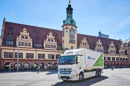 DB Schenker zählt auf Mercedes-Benz eActros