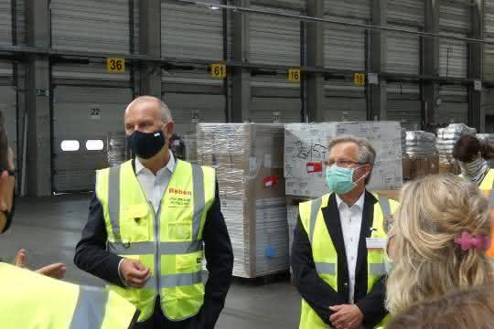 Ministerpräsident Woidke lobt die Arbeit der Raben Gruppe in der Krise