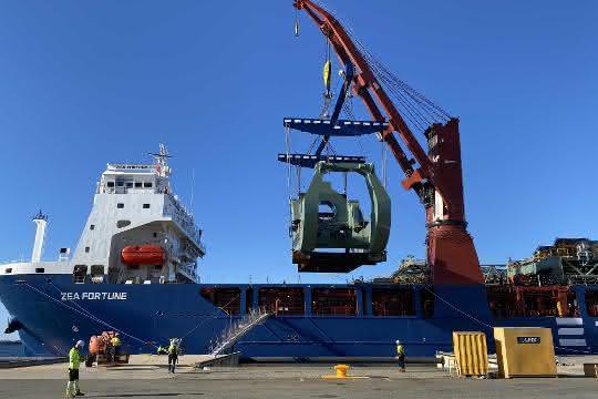 DB Schenker liefert größtes Schienenfahrzeug der Welt